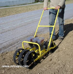 Se vende sembradora manual de 2 a 4 surcos para semillas